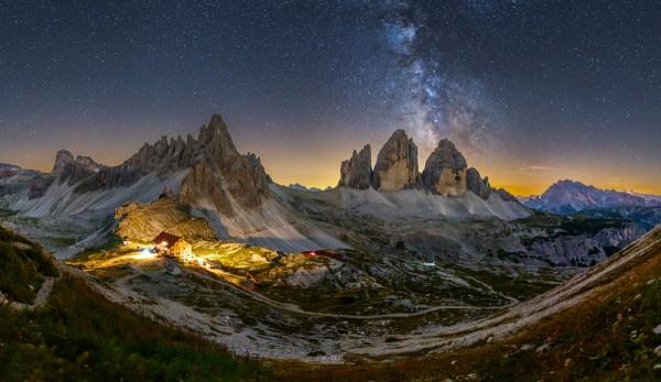 Milchstraßenpanorama drei Zinnen