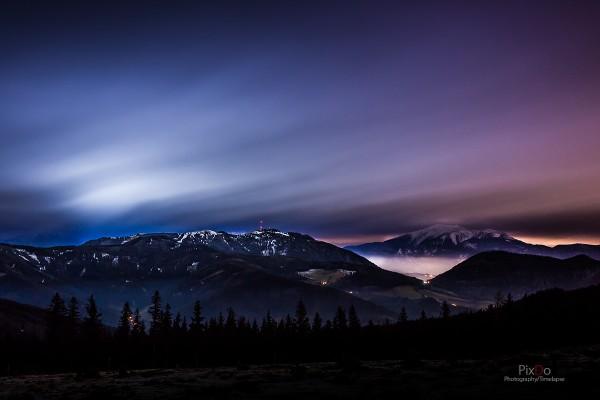 Sonnwendstein und Schneeberg in der Nacht